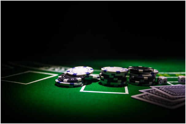 Minibaccarat and baccarat: Are they the same?